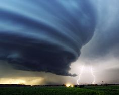 Google Image Result for http://vaughnkohler.com/wp-content/uploads/2011/09/Tornado-Images1.jpg