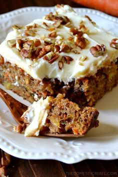 This truly is the BEST EVER Carrot Cake! Moist, fluffy, tender spiced cake filled with juicy pineapp Just Desserts, Delicious Desserts, Yummy Food, Oreo Desserts, Food Cakes, Cupcake Cakes, Cupcakes, Bolo Grande, Cake Recipes