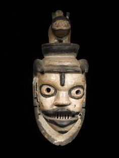 OGONI MASKE Nigeria. H 36,5 cm. Provenienz: Schweizer Privatsammlung.