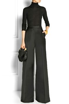 How to wear wide leg pants, the ultimate visual outfit guide is here. Black turtleneck + black wide leg pant + that handheld bag equal perfection.