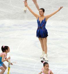 女子シングルで優勝した浅田真央、世界フィギュア  国際ニュース:AFPBB News