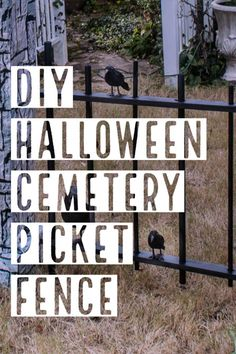 Diy Halloween Graveyard, Halloween Fence, Halloween Clay, Halloween Haunted Houses, Outdoor Halloween, Halloween Projects, Diy Halloween Decorations, Holidays Halloween, Outdoor Decorations