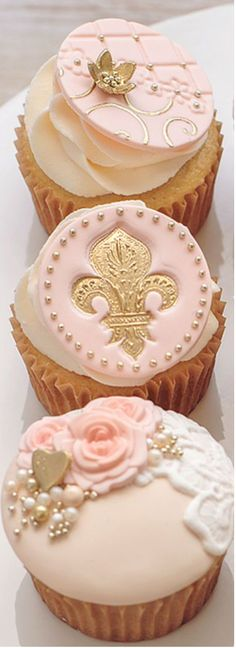 Tart, Gold Cupcakes, Cupcake Collection, Beautiful Cupcakes, Cupcake Heaven, Cake Board, Pretty Cakes, Creative Cakes, Cupcake Cookies