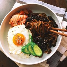 Instant jjajangmyun with rice, egg, and kimchi. Quick weeknight dinner to put you in a food coma #jjajangmyun #semihomemade #onthetable #koreanfood #foodstagram #noodles #stuffed #slurp #풀무원 #짜장면 #집밥 #인스턴트 #dailyfoodfeed