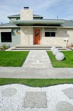 A Total Remodel in Los Altos by Weaver Design Group | HomeDSGN ......(casa con planos y cortes diferentes)
