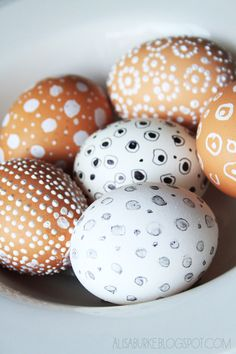 alisaburke: tutorials..dotted and speckled eggs!