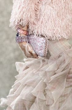 Chanel at Paris Fashion Week Spring 2018 - Details Runway Photos Fashion 2018, Fashion Week, Paris Fashion, Runway Fashion, Fashion Show, Chanel Fashion, Haute Couture Paris, Chanel Couture, Haute Couture Fashion