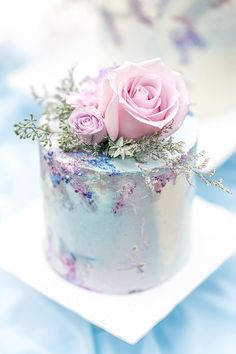 Elegant rustic purple wedding cake with rose toppers, spring and summer weddings. Beautiful Birthday Cakes, Gorgeous Cakes, Amazing Cakes, Flower Birthday Cakes, Rustic Birthday Cake, Fancy Birthday Cakes, Garden Birthday Cake, Happy Birthday, Fancy Cakes