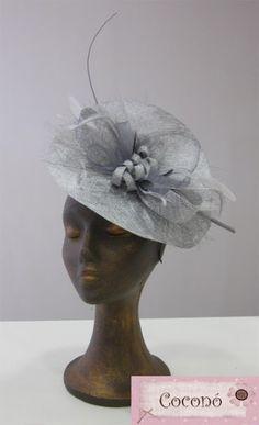 Tocados invitada   Tocados Coconó Sombreros Fascinator, Fascinator Diy, Bridal Hair Fascinators, Headpieces, Princess Hat, Fancy Hats, Church Hats, Wedding Hats, Dress Hats