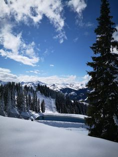 Am Wochenende hat uns Frau Holle bereits mit dem ersten Schnee ❄️❄️ beschert. Wir waren am Fulseck in Dorfgastein 🗻 und wollen euch diese Bilderbuch-Impressionen ☃️ nicht vorenthalten! 💙☀️ #visitgastein #fulseck #derersteschnee Mount Rainier, Mountains, Nature, Travel, Snow, Woman, Pictures, Naturaleza, Viajes
