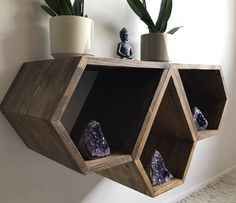 Top 8 Brilliant DIY Wall Shelves to Beautify Your Home Wood Shop Projects, Diy Furniture Projects, Wood Furniture, Furniture Design, Wooden Shelf Design, Wooden Wall Art, Floating Shelves Diy, Diy Wall Shelves, Bed Shelves