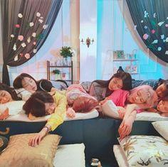 SNSD : @ V Live Broadcast  : SeoHyun 서현 Instagram Update