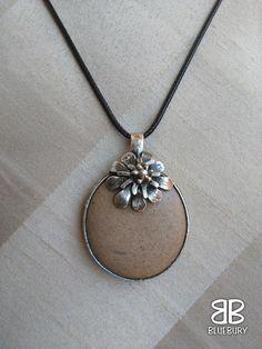 Rozkvetlý kamínek - cínovaný šperk - neznámý kamínek z mořské pláže