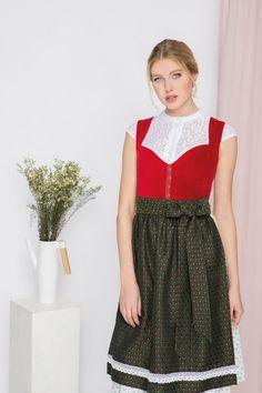 JAN&INA Trachten Samt Dirndl in Rot/ Jägergrün.  Wir lieben diese kräftige Farbe. Girls Dresses, Flower Girl Dresses, Elegant, Wedding Dresses, Shopping, Fashion, Bold Colors, Flower Girl Gown, Velvet