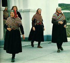 The women of Inis Meáin, one of the Aran Islands off the coast of Ireland, have a distinctive style of traditional shawl which has been captured beautifully in this image by David Shaw-Smith in his book 'Traditional Crafts of Ireland'.