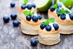 Francúzske koláčiky z lískového cesta Vol-au-vent Mini Desserts, Light Desserts, Cheesecake Desserts, Blueberry Cheesecake, Just Desserts, Mini Cheesecakes, Mini Vol Au Vent, Muffin Tin Recipes, Baking Cups