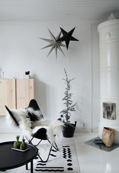 STYLING These are the ingredients for a Scandinavian Christmas – Wonen & Co - Youngi Sites Christmas Feeling, Noel Christmas, Modern Christmas, Scandinavian Christmas, Simple Christmas, Winter Christmas, Christmas Inspiration, Home Decor Inspiration, Christmas Interiors