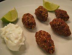Quibe de quinua  Ingredientes: 700 gramas de patinho moído  1 copo de quinua em grãos (vai sobrar bastante, mas você pode usar pra fazer outras receitas) 1 cebola pequena ralada sal, pimenta e hortelã  a gosto