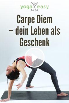 In dieser Yogasequenz für den Morgen mit Nadeen Mirza startest du ganz bewusst in deinen Tag. Jeder Morgen ist eine neue Chance für deinen Tag, den du als Geschenk annehmen kannst. Du fließt durch sanfte Bewegungen mit herz- und hüftöffnendem Fokus. Carpe Diem, Yoga Video, Positive Energie, Videos, Rib Cage, Acre, Heart, Life, Gifts