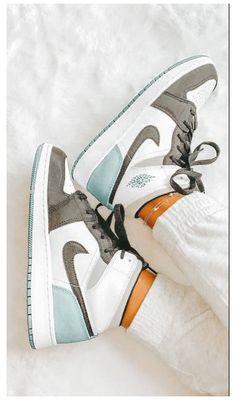 Dr Shoes, Cute Nike Shoes, Swag Shoes, Cute Sneakers, Nike Air Shoes, Hype Shoes, Shoes Jordans, Shoes Sneakers, Girl Jordans