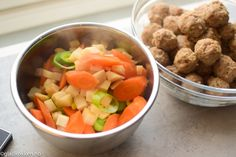 Bollefrikassé - Norsk tradisjonsmat på sitt beste! | Gladkokken Fruit Salad, Salsa, Food And Drink, Baking, Ethnic Recipes, Fruit Salads, Salsa Music, Bakken, Backen