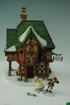 Dept 56 - Dickens Village - T. Smith Christmas Crackers - 56.58719 NO RSV AA14