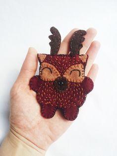 deer brooch made by Deliana.