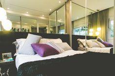 SP New Home - Não há melhor combinação para deixar o quarto moderno do que espelhos, luzes e tons escuros