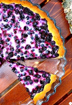 In Finland you have to make homemade blueberry pie at least once every autumn. This Traditional Finnish Blueberry Pie is super moist and super easy to make. Homemade Blueberry Pie, Blueberry Recipes, Blueberry Crumble, Just Desserts, Delicious Desserts, Yummy Food, Pie Recipes, Dessert Recipes, Breakfast