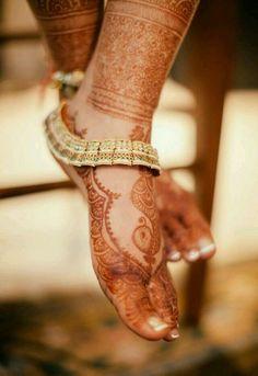 Bridal Payal or anklet. Bridal henna or mehndi designs Henna Designs, Anklet Designs, Tattoo Designs, Gold Anklet, Silver Anklets, Anklet Jewelry, Silver Jewelry, Silver Payal, Fine Jewelry