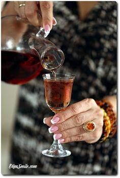 NALEWKA ŚWIĄTECZNA Happy Hour Drinks, Party Drinks, Red Wine, Alcoholic Drinks, Cocktails, Liquor, Food And Drink, Dinner, Recipes