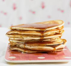 This delicious pancake recipe yields about 10 pancakes and contains about 74 calories per pancake. Enjoy this recipe with the whole family. Ingredients: 1 cup Cake flour 1 tsp Baking soda 1/8 tsp S...