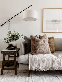 Home Living Room, Apartment Living, Living Spaces, Living Room Floor Lamps, Living Room Neutral, Rustic Modern Living Room, Modern Chic Decor, Modern Traditional Decor, Neutral Couch