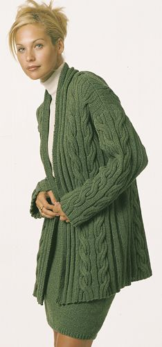 A stunning cabled long jacket of flatttering proportions: free pattern