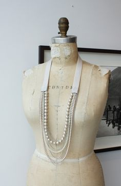Collier classique blanc. Pearl collar. http://www.charlottehosten.com/category/produits/colliers