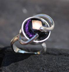 Unikke håndlavet sølv ring med glas sten via Fru Hera. Click on the image to see more!