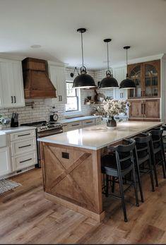 Barn Kitchen, Kitchen Dinning, Kitchen Redo, Country Kitchen, Kitchen Remodel, Kitchen Design, Kitchen Ideas, Kitchen Island, Updated Kitchen