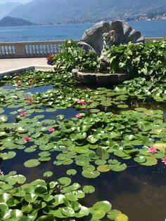 Davanti alla Villa e... al lago di Como.