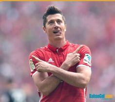 #RobertLewandowski'nin Bayern'deki lig istatislikleri  2014/15: 31 maç, 17 gol ⚽️  2015/16: 32 maç, 30 gol ⚽️  2016/17: 33 maç, 30 gol ⚽️