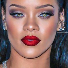 Rihanna in Didi velvet lashes Mode Rihanna, Rihanna Fan, Rihanna Photos, Rihanna Style, Beyonce, Pretty Black Girls, Black Girls Rock, Velvet Lashes, Beauty Makeup