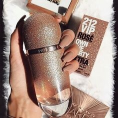 Perfume Beauty surprise you and boost your femininity using this special women's scent with a distinct, personal scent. Perfume 212 Vip, Perfume Chanel, Best Perfume, Perfume Floral, Parfum Chic, Parfum Rose, Parfum Dior, Perfume Scents, Perfume Bottles
