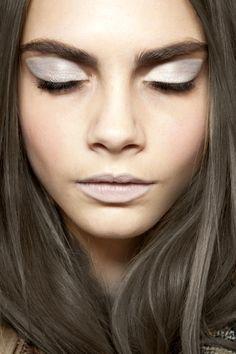 Dramatic silver eye makeup // #Beauty