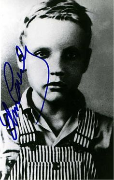 ♡♥A rare pic of Elvis as a young boy (autographed by Elvis)♥♡