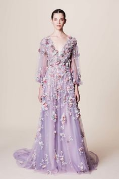 Marchesa Resort 2017 collection, runway looks, beauty, models, and reviews.