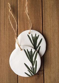 Clay Ornaments, Diy Christmas Ornaments, Handmade Christmas, Holiday Crafts, Holiday Fun, Christmas Decorations, Painted Ornaments, Ornament Crafts, Festive