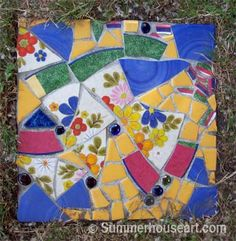 Free Patterns Mosaic Stepping Stones | Pique Assiette Mosaic Stepping Stones in the Garden