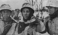 Fallschirmjägers in Russia.