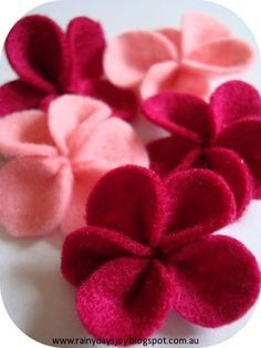 Felt flowers are a great decoration for many different purposes. I will use these flowers in my next project, where tin cans and old bottles...