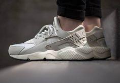 """Nike Women's Air Huarache """"Light Bone"""" - SneakerNews.com"""