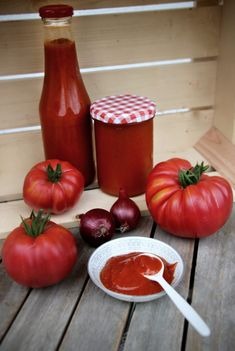 Tomaten in der Flasche – Ketchup selber machen Make tomato ketchup yourself – tomatoes from the garden Healthy Eating Tips, Healthy Nutrition, Chutney, Mayonnaise, Olives, Garlic Breadsticks, Sauce Barbecue, Bbq, Homemade Burgers